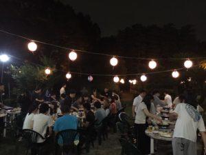 夜は参加者全員でバーベキュー! 初めの緊張していた空気もなく、わいわい楽しみました。